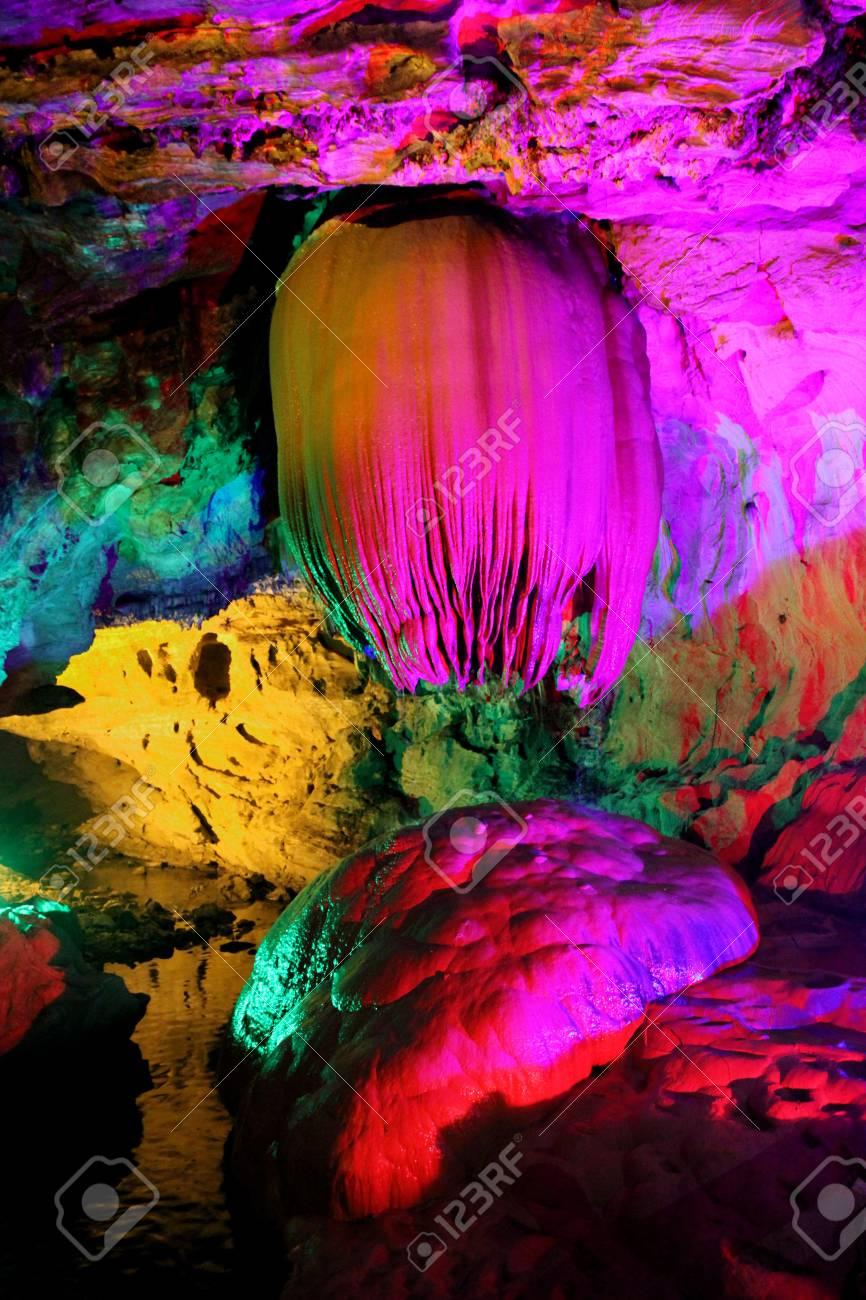 Refección Colorido Y Hermoso De La Piscina En La Cueva Del Dragón Paya Longwangtong Hunan China