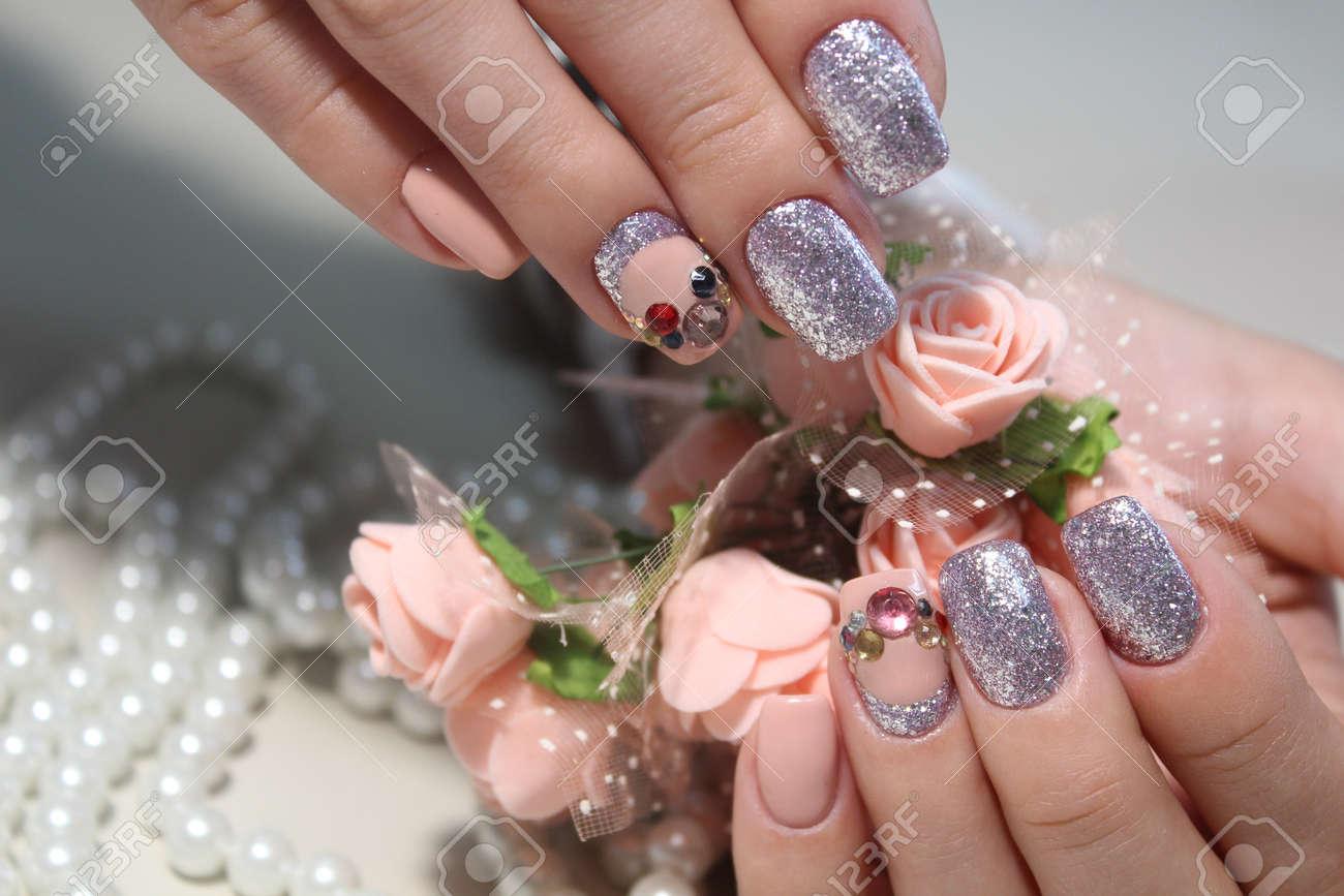 Manicura Suave Gel Con Diseño De Uñas Elegante Con Laca Fotos ...