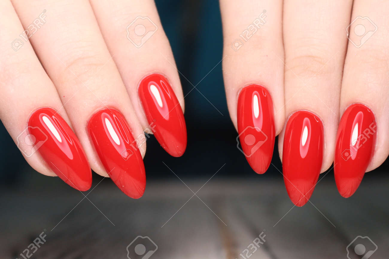 manicure of nails - 120553069
