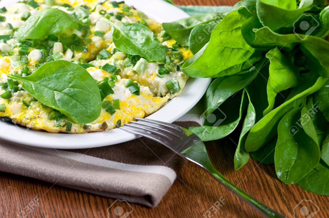 morning breakfast with spinach omelet Standard-Bild - 18180594