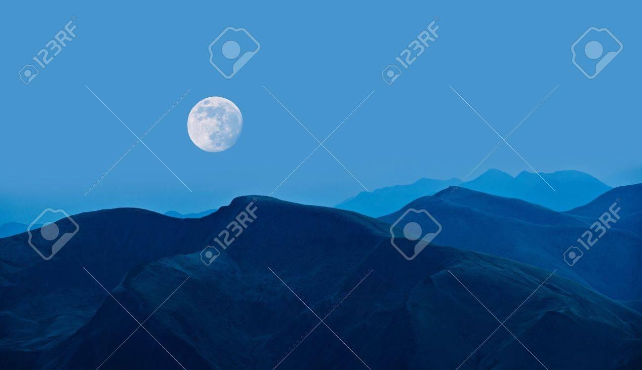 beauty blue night on mountain Standard-Bild - 18594459