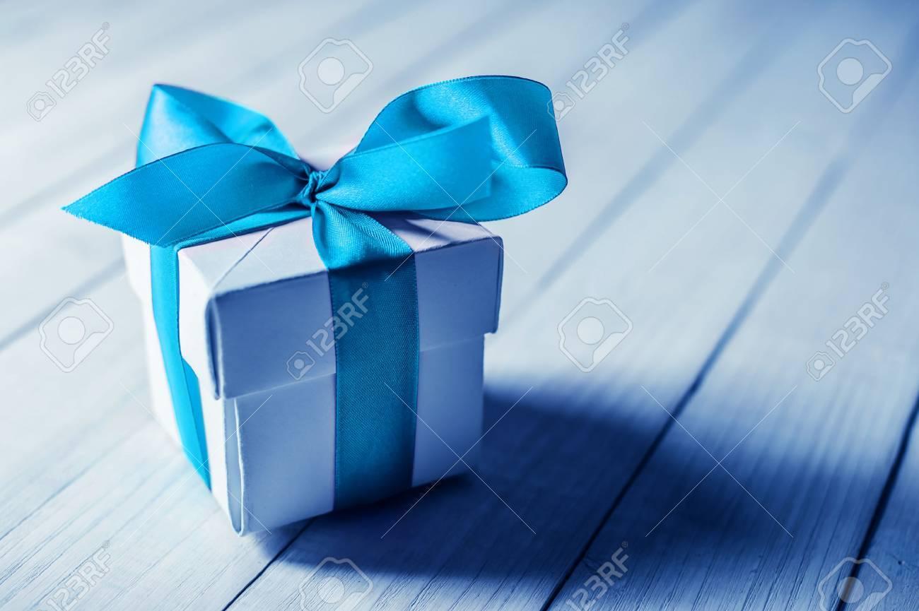 single gift box on wood table - 25818512