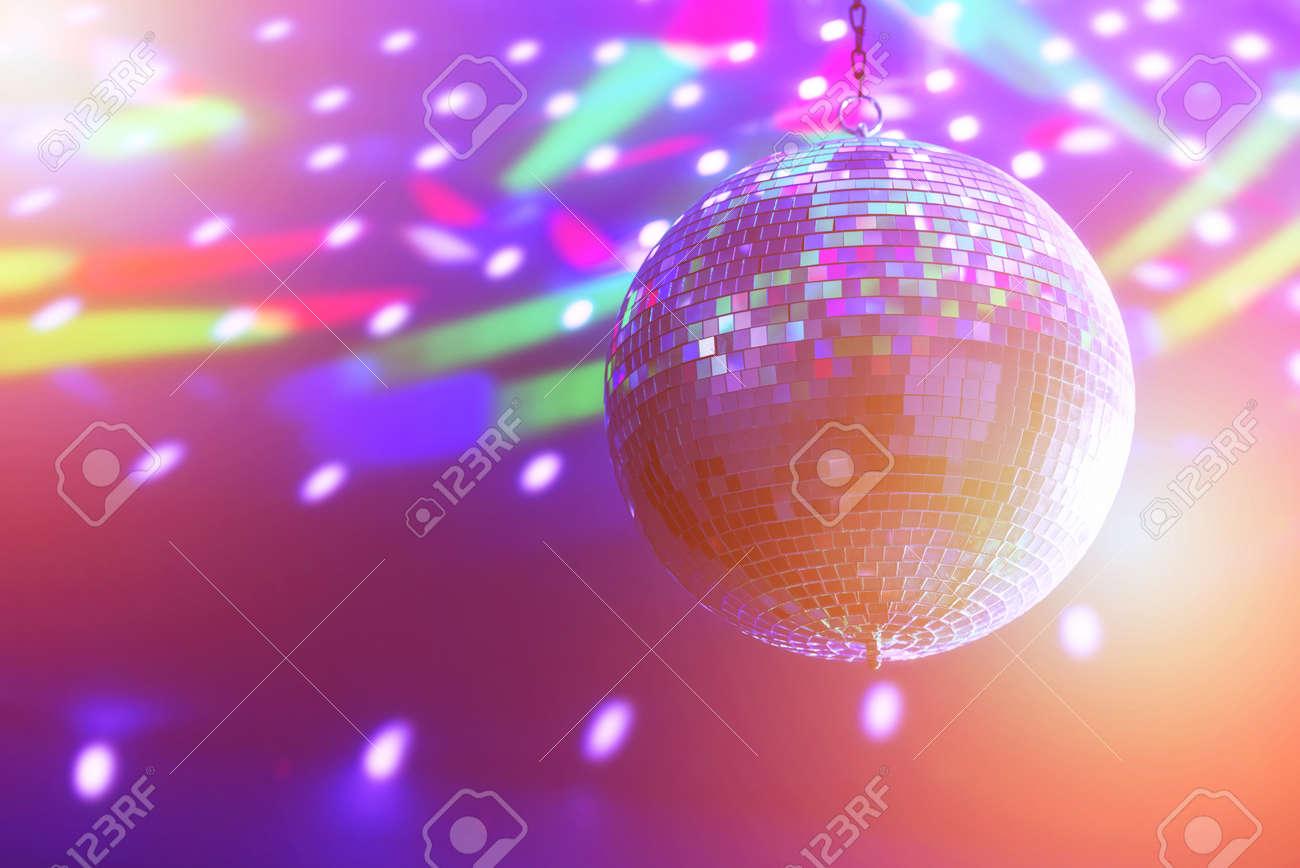 Disco-Kugel Hintergrund schließen sich Standard-Bild - 40216024