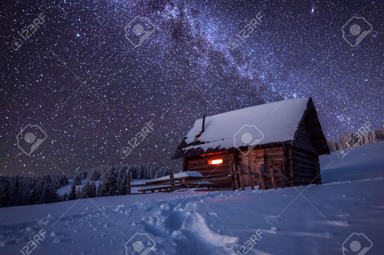wooden house in winter forest Standard-Bild - 48337771