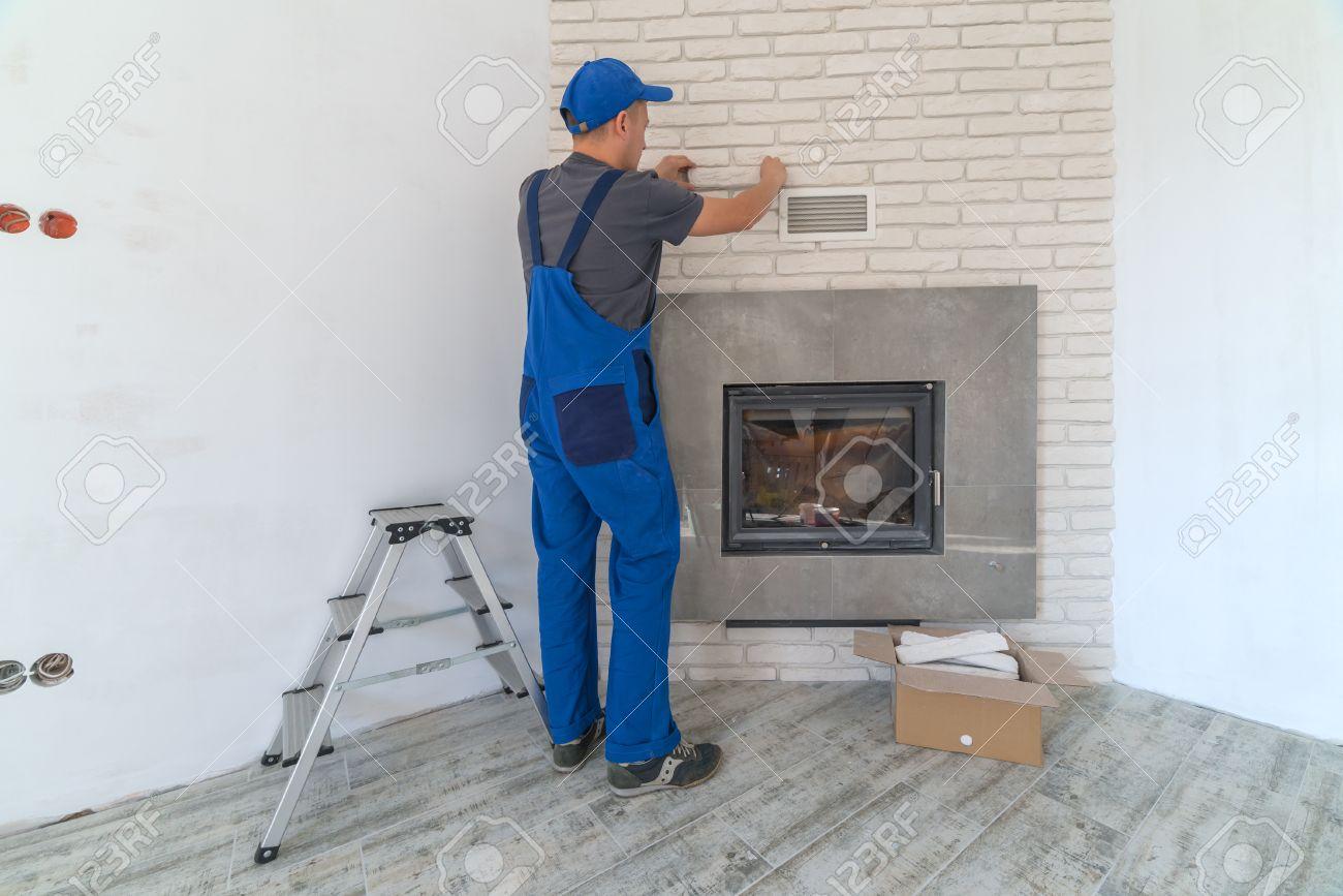 kamin einbauen ins weiße backsteinmauer lizenzfreie fotos, bilder