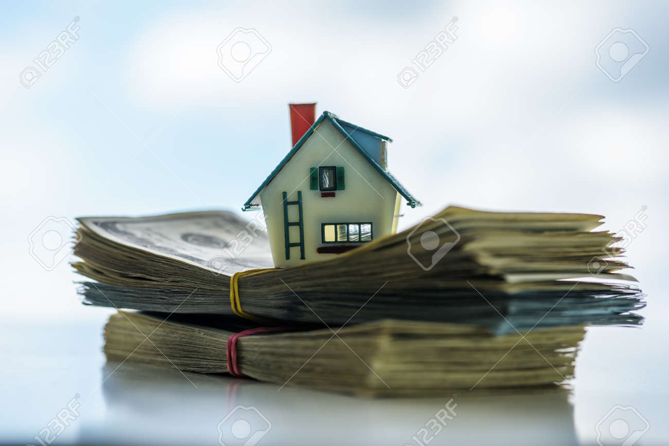 house model on euro cash stack closeup Standard-Bild - 64389232