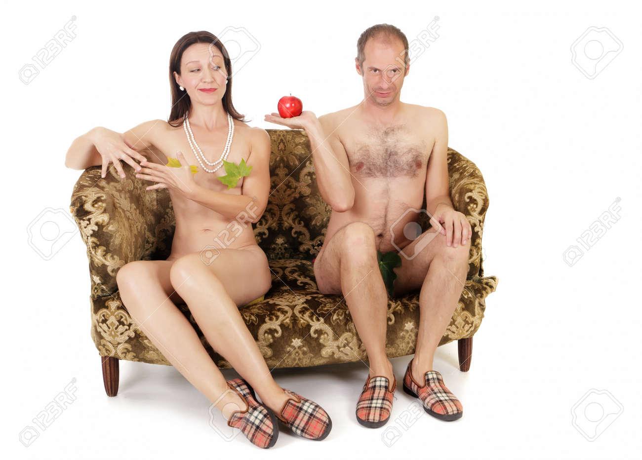 голые ретро пары на диване фото