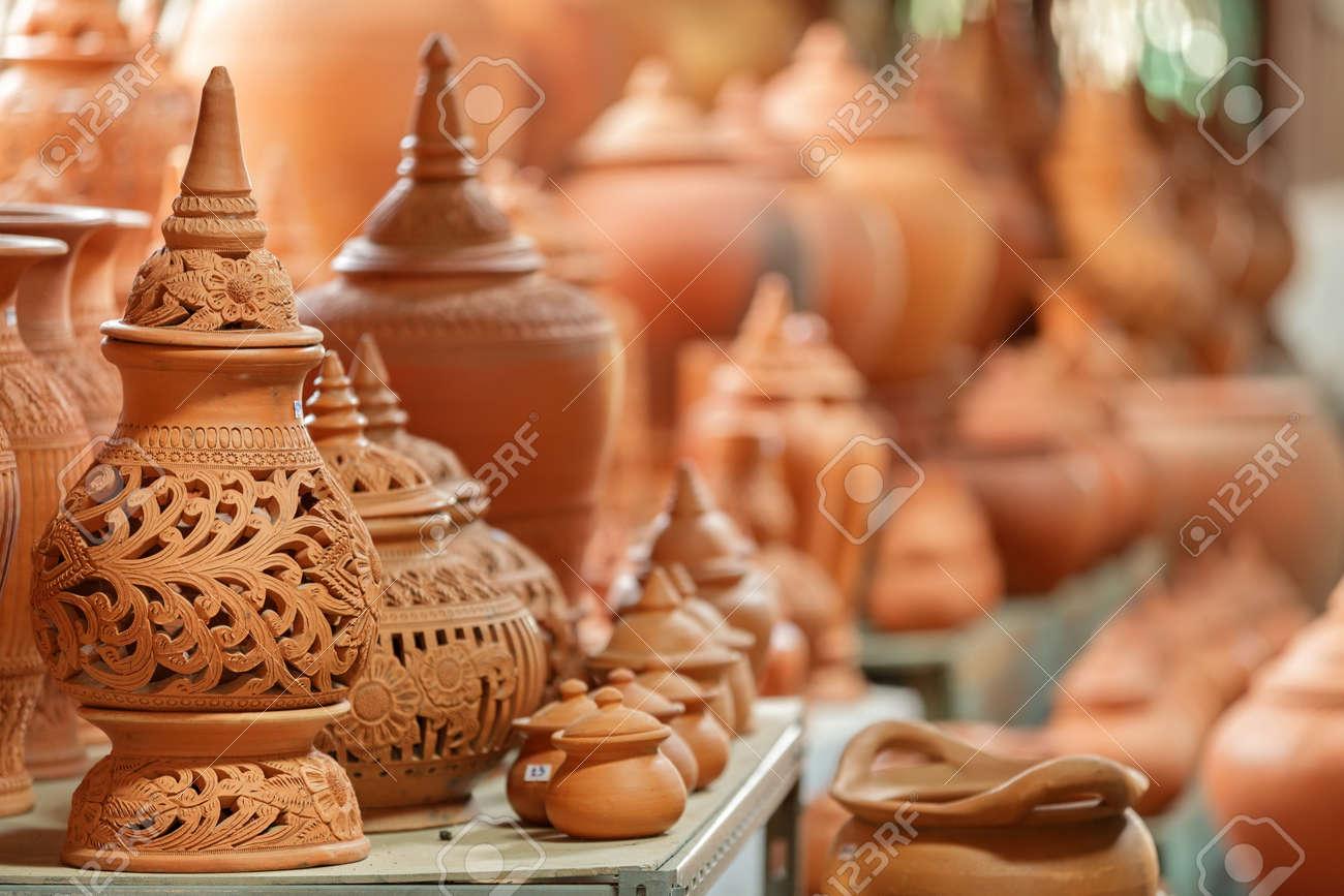 タイの伝統的な粘土陶器クレット...