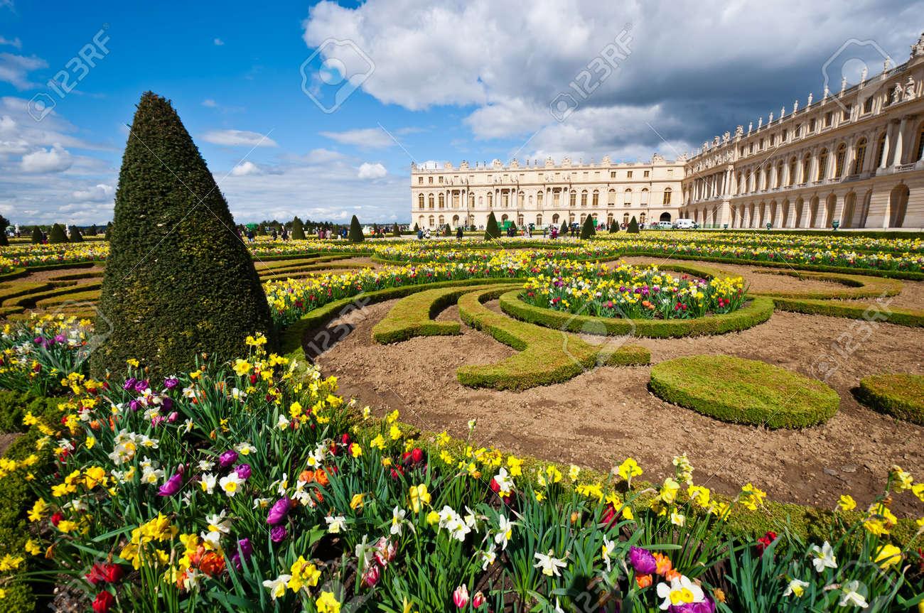 Garden of Palace of Versailles (Ch‰teau de Versailles) in Paris, France - 14686160