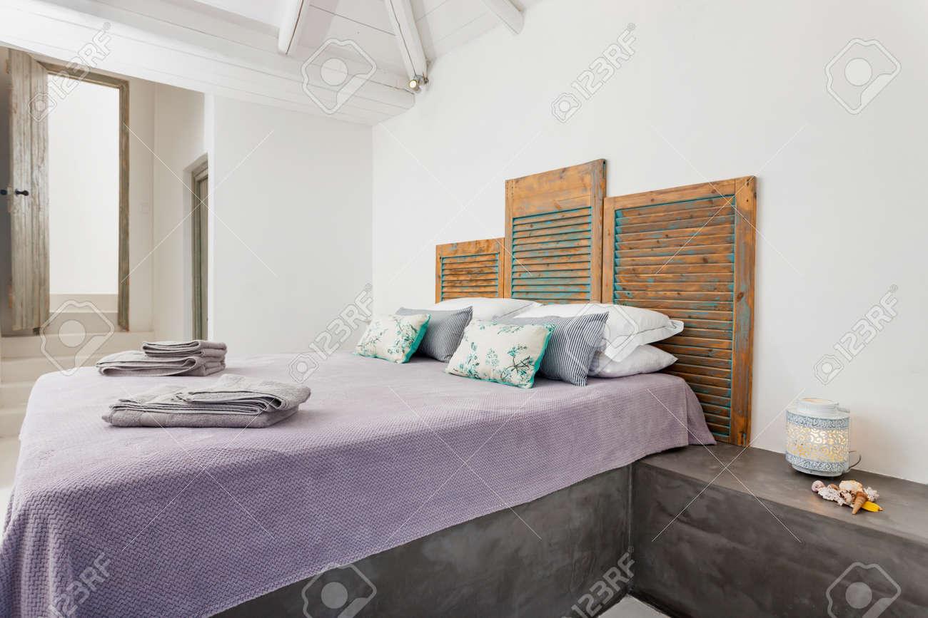 Deco Chambre A Coucher intérieur d'une chambre à coucher avec une belle décoration dans une  station balnéaire en grèce