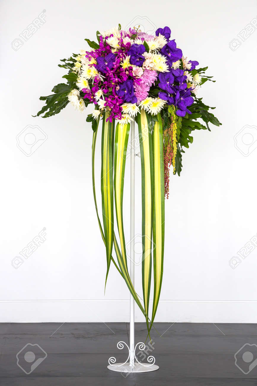 Lovely flower bouquet stand photos wedding and flowers ispiration charming flower bouquet stand gallery wedding and flowers izmirmasajfo Images