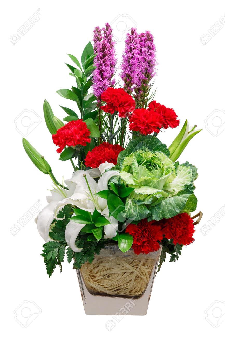 close up bouquet de chou lis et fleur rouge d'oeillet dans le vase