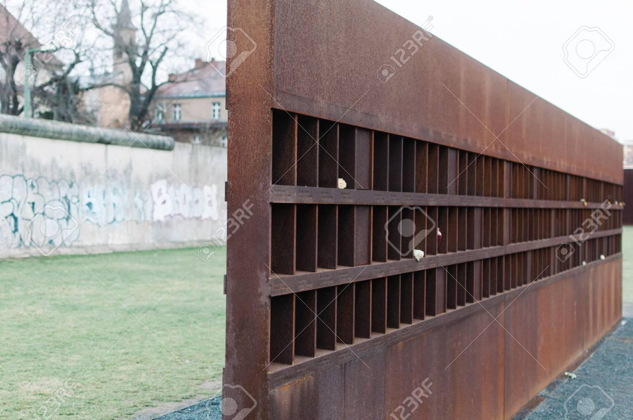 Sektion Der Gedenkstatte Berliner Mauer Und Mit Den Toten Lizenzfreie Fotos Bilder Und Stock Fotografie Image 24453920