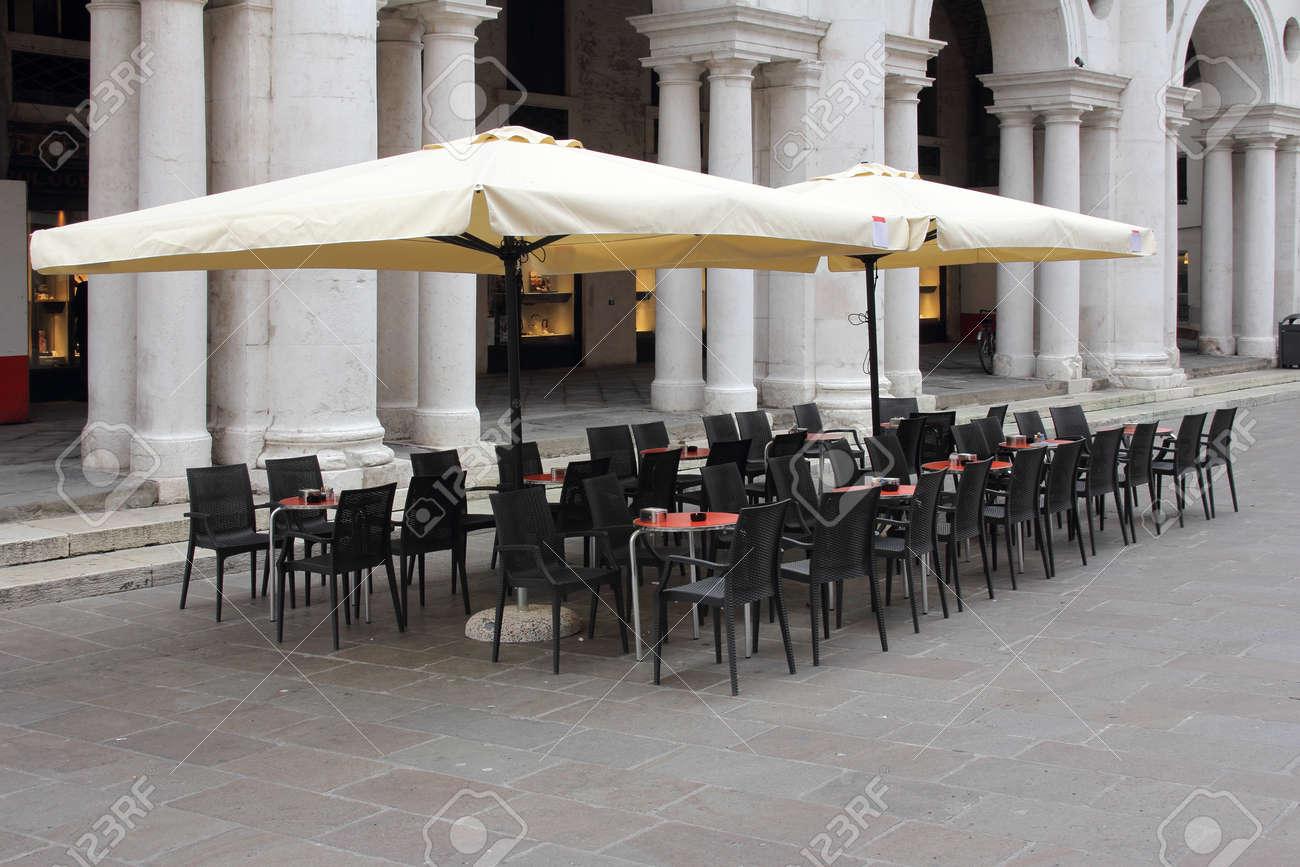 Bar om the Piazza dei Signori Vicenza Stock Photo - 13991378