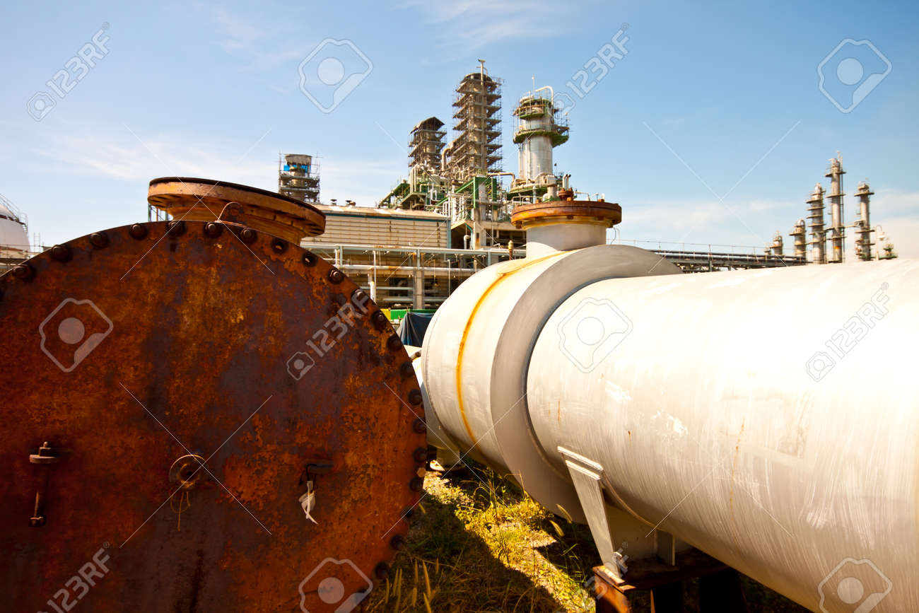 repair the refinery plant Stock Photo - 11769761