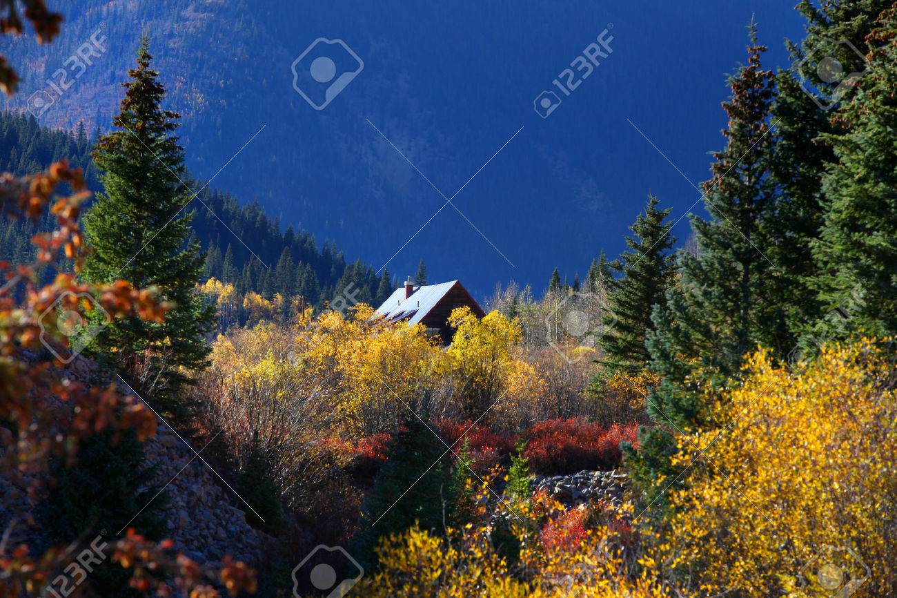 Cabin in the middle of scenic landscape - 22915540