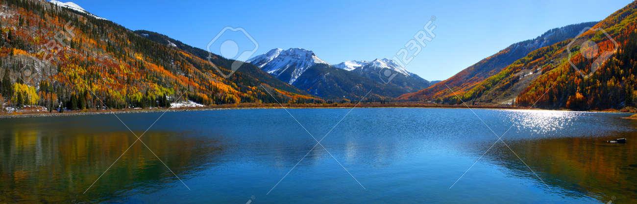 Panoramic view of beautiful crystal lake in Colorado - 23314429