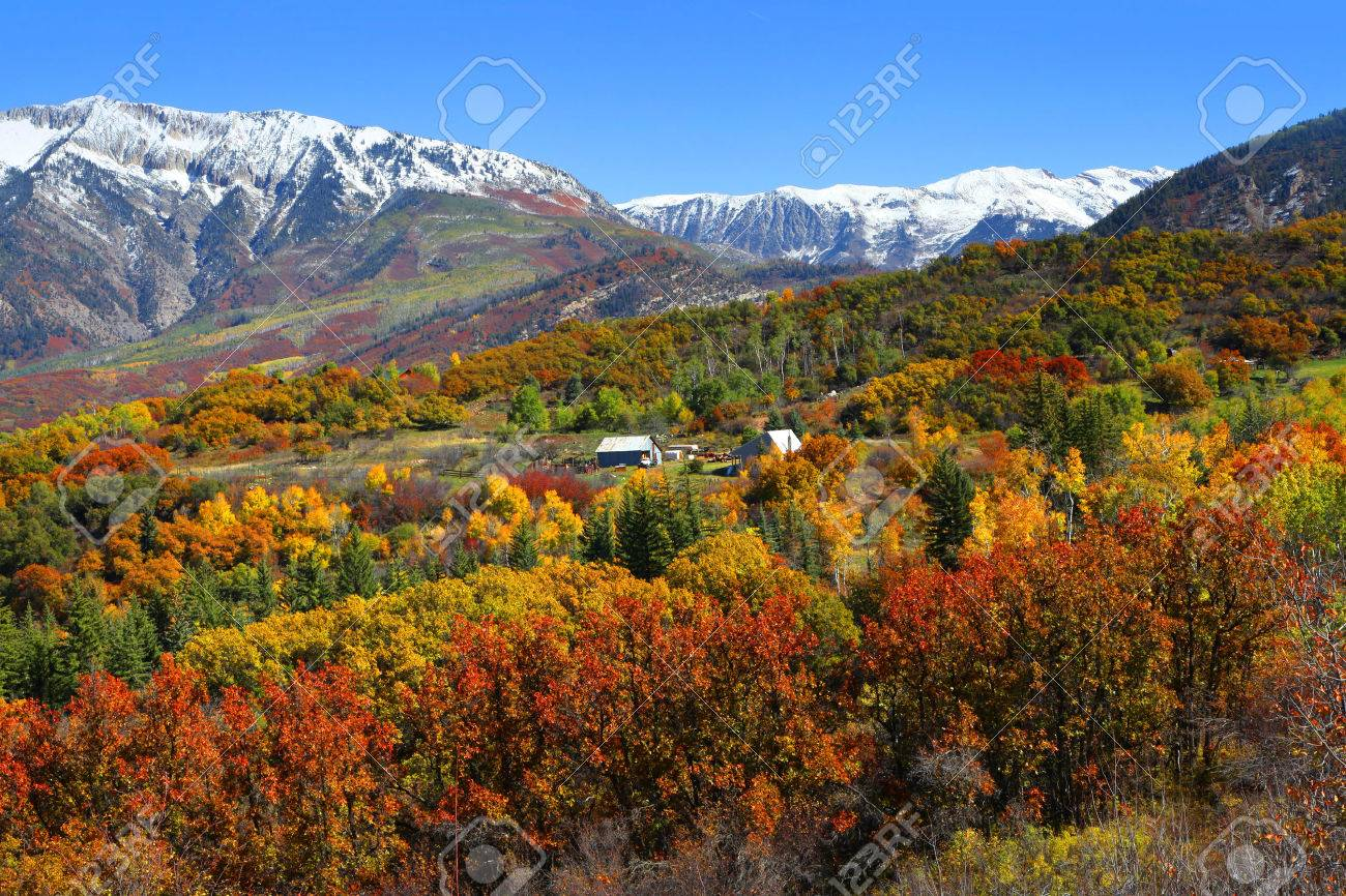 Autumn landscape in Rocky mountains - 34855305
