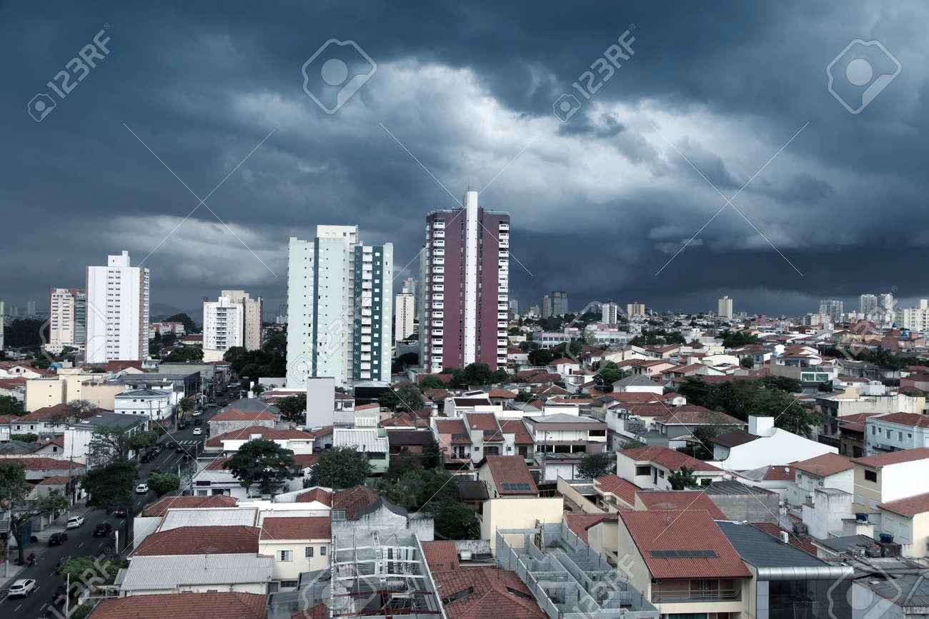 Sturmische Landschaft Von Sao Caetano Do Sul Stadt In Brasilien Lizenzfreie Fotos Bilder Und Stock Fotografie Image 42201192