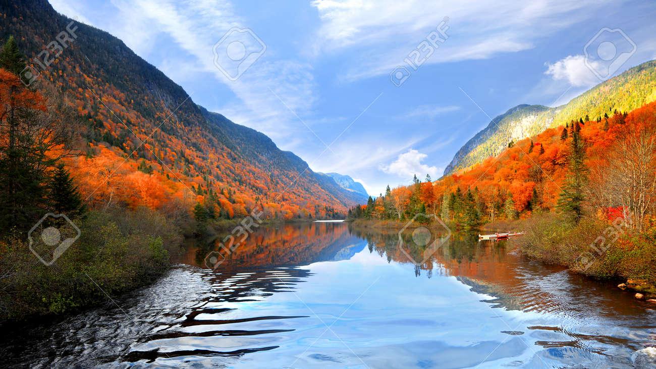 Autumn landscape in Parc de la national Jacques Cartier - 112091300