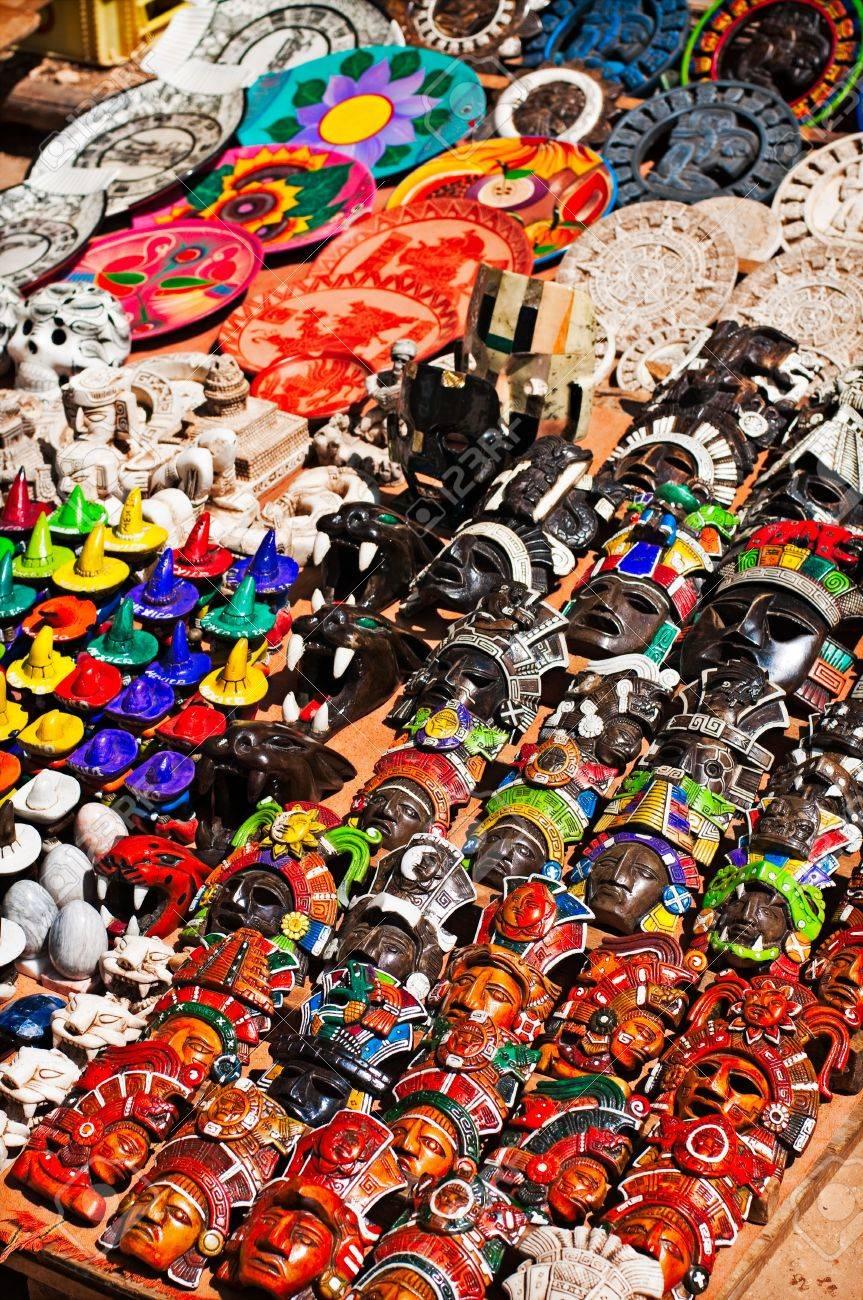 Artesanía Mexicana En Un Giftshop Turística Fotos, Retratos ...
