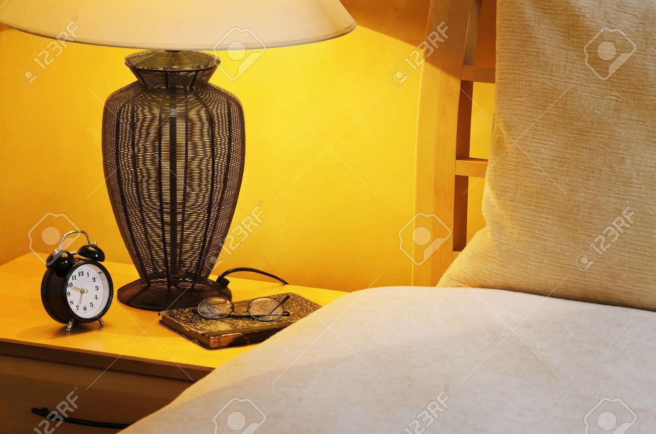 Lampade Lettura Letto: Lampada da tavolo in metallo color nichel ...