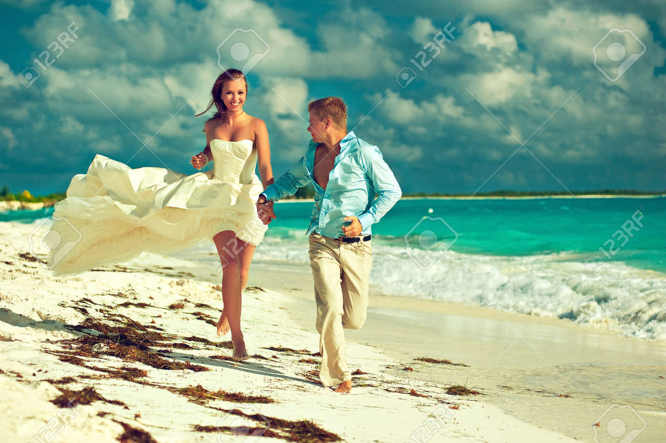 Wedding on the beach - Wedding On The Beach Young Beautiful Couple Get Married On The Beach On A Tropical