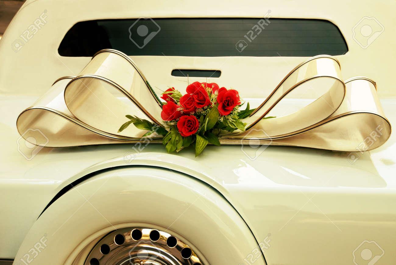 Limousine Ruckseite Verzieren Mit Blumen Weisse Hochzeit Retro Auto