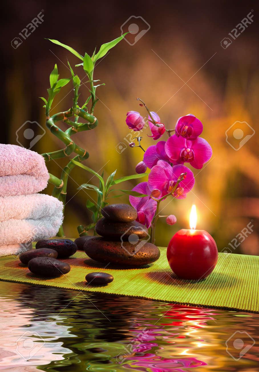 Massage Bambus Orchidee Handtucher Kerzen Steine Vertikalen