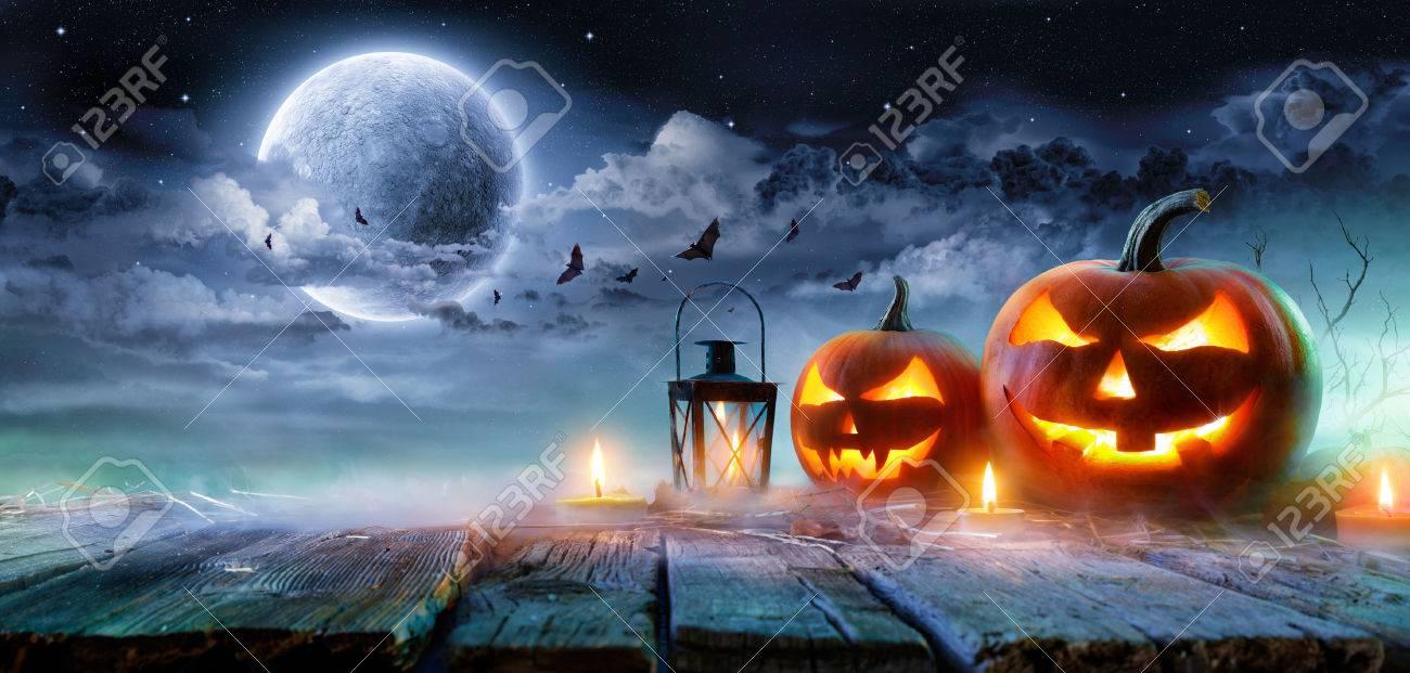 Jack Oâ € ™ Lanterns Glowing At Moonlight In The Spooky Night - Halloween Scene - 85803860