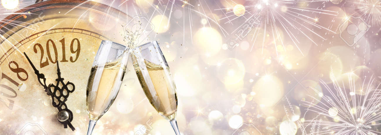 New Year 2019 - Toast with champagne and clock - 109803517
