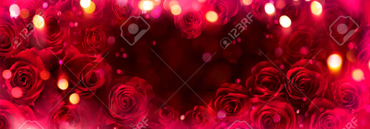 Abstract Defocused Valentines Card With Red Roses In Heart Shape - 162813978