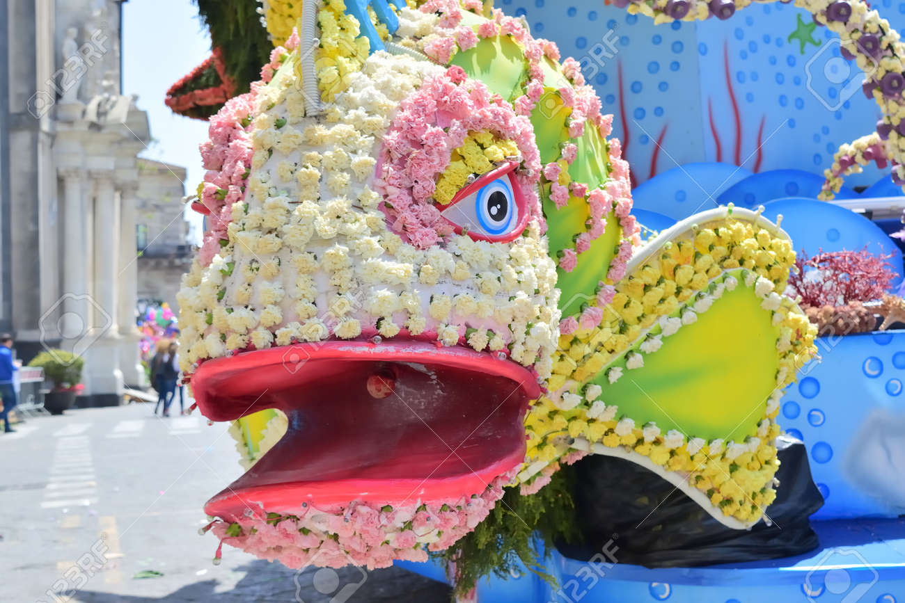 Acireale (CT), Italy - 29 April 2018: detail of a flowery float depicting various characters of fantasy during the parade of the flowers festival along the streets of Acireale. - 105184295