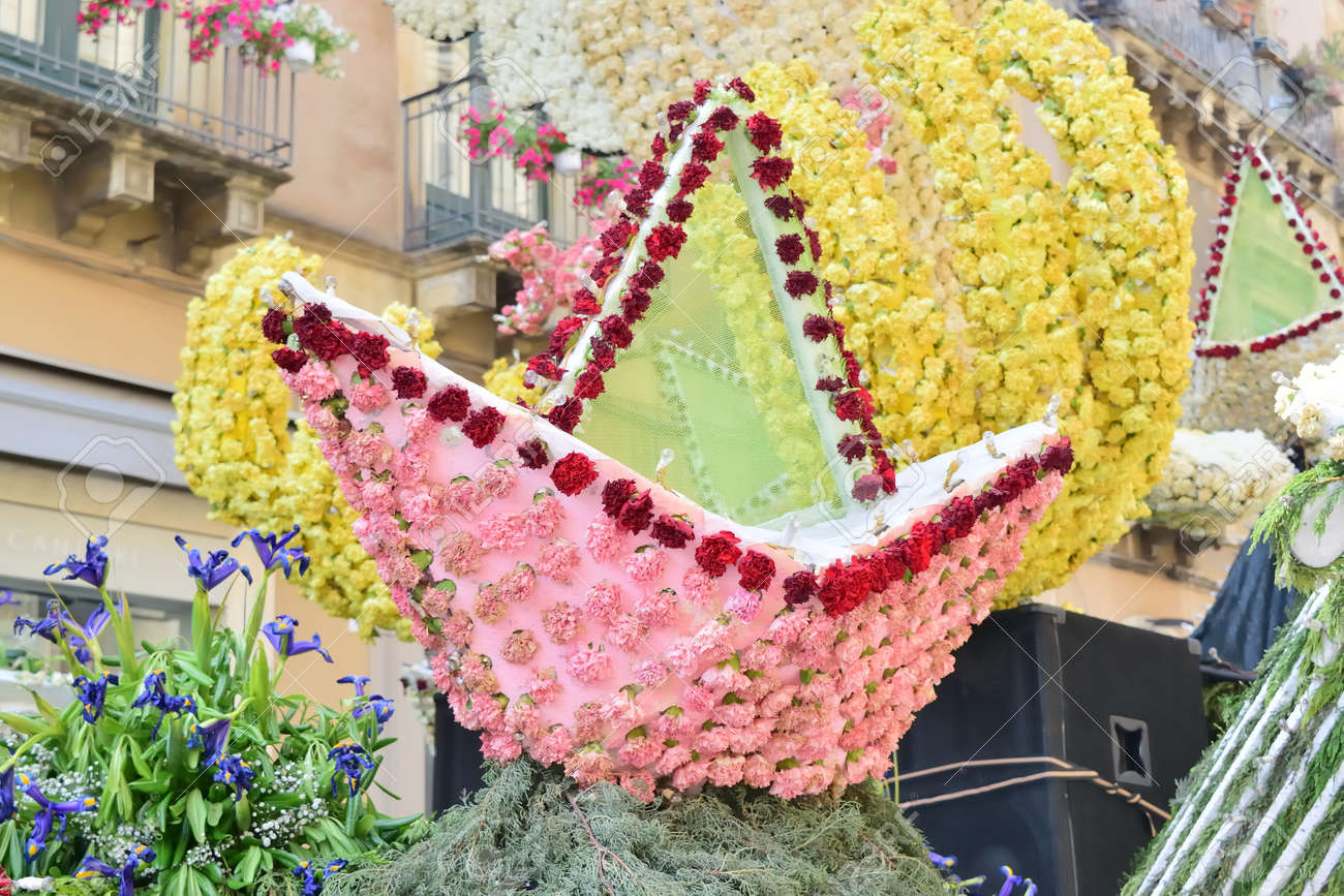 Acireale (CT), Italy - 29 April 2018: detail of a flowery float depicting various characters of fantasy during the parade of the flowers festival along the streets of Acireale. - 105184300