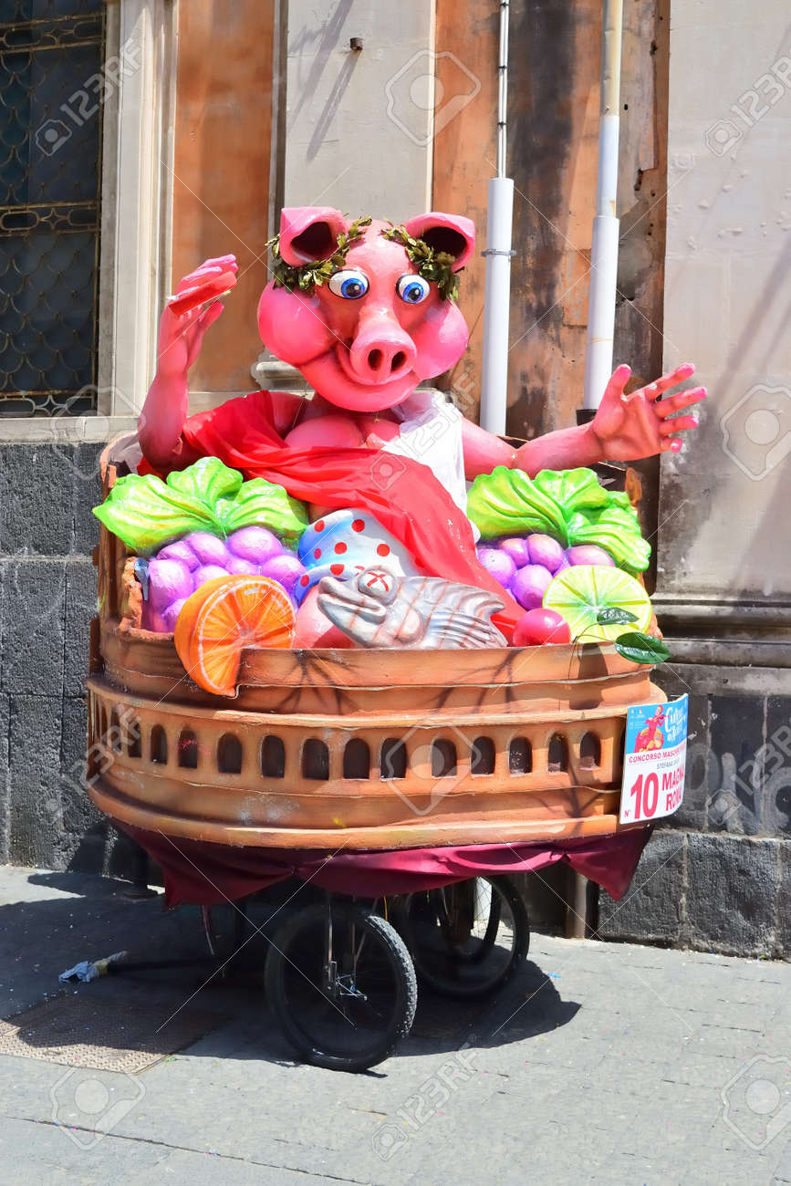 Acireale (CT), Italy - April 29, 2018: detail of a allegorical float depicting various fantasy characters during the carnival parade along the streets of Acireale. - 105184317