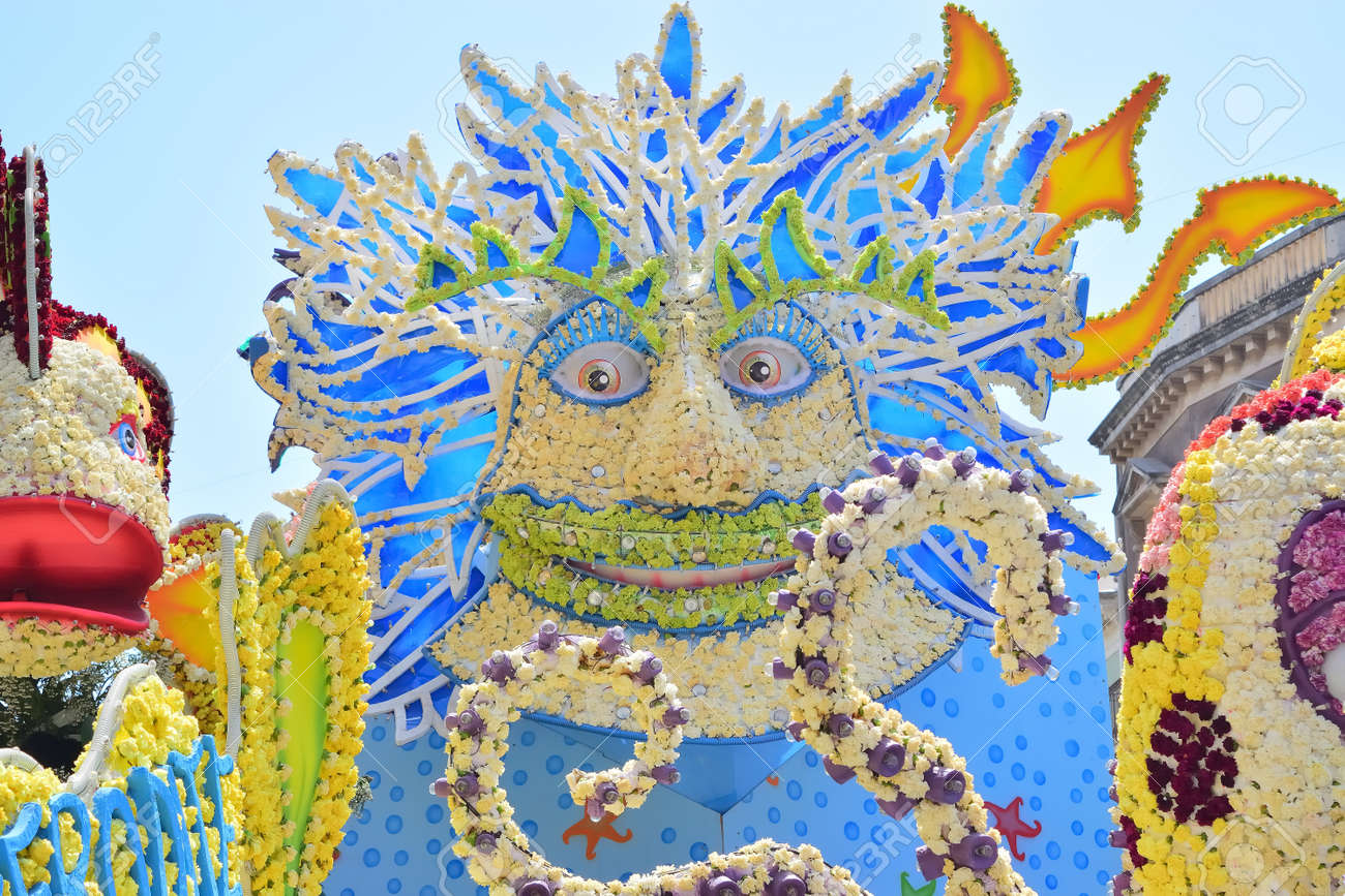 Acireale (CT), Italy - 29 April 2018: detail of a flowery float depicting various characters of fantasy during the parade of the flowers festival along the streets of Acireale. - 105184318