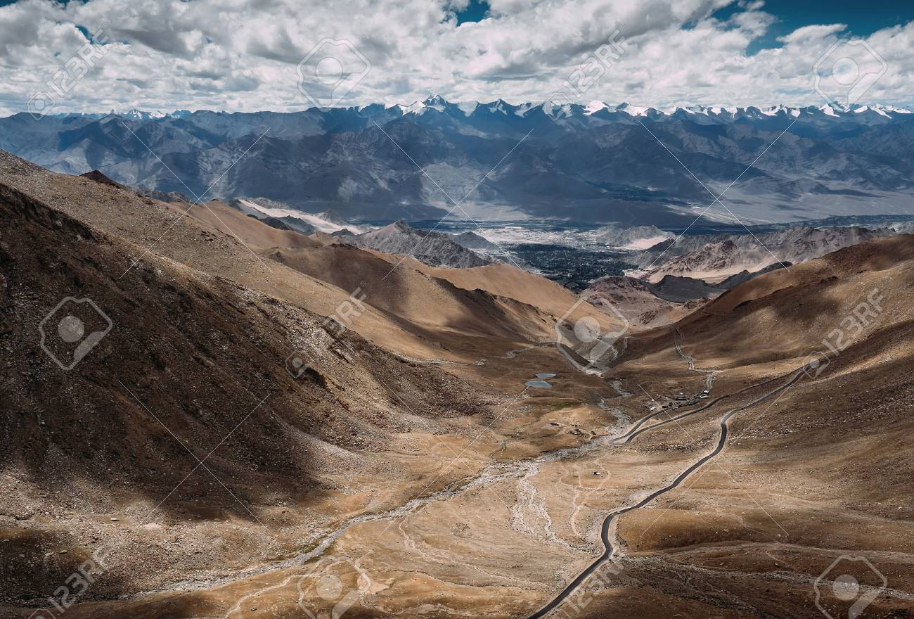 Top view on the mountain road to Leh Ladakh - 73189656