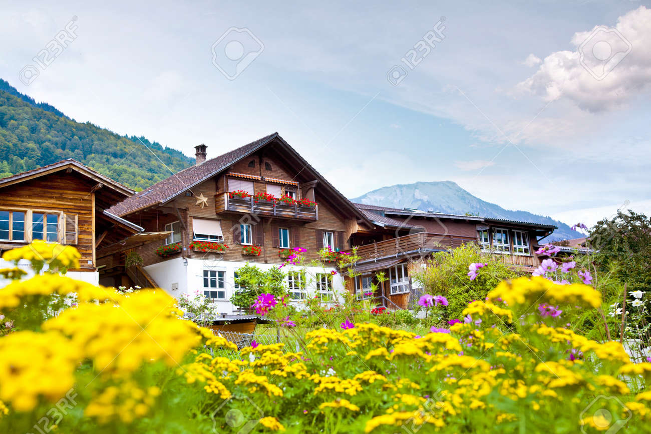 http://previews.123rf.com/images/somatuscani/somatuscani1110/somatuscani111000114/10972497-Brienz-village-in-Switzerland-Stock-Photo.jpg