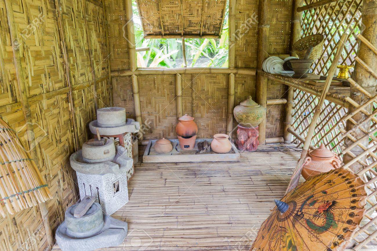 Estilo Tailandés, Cocina Antigua Con Un Montón De Barro En La Cabaña ...