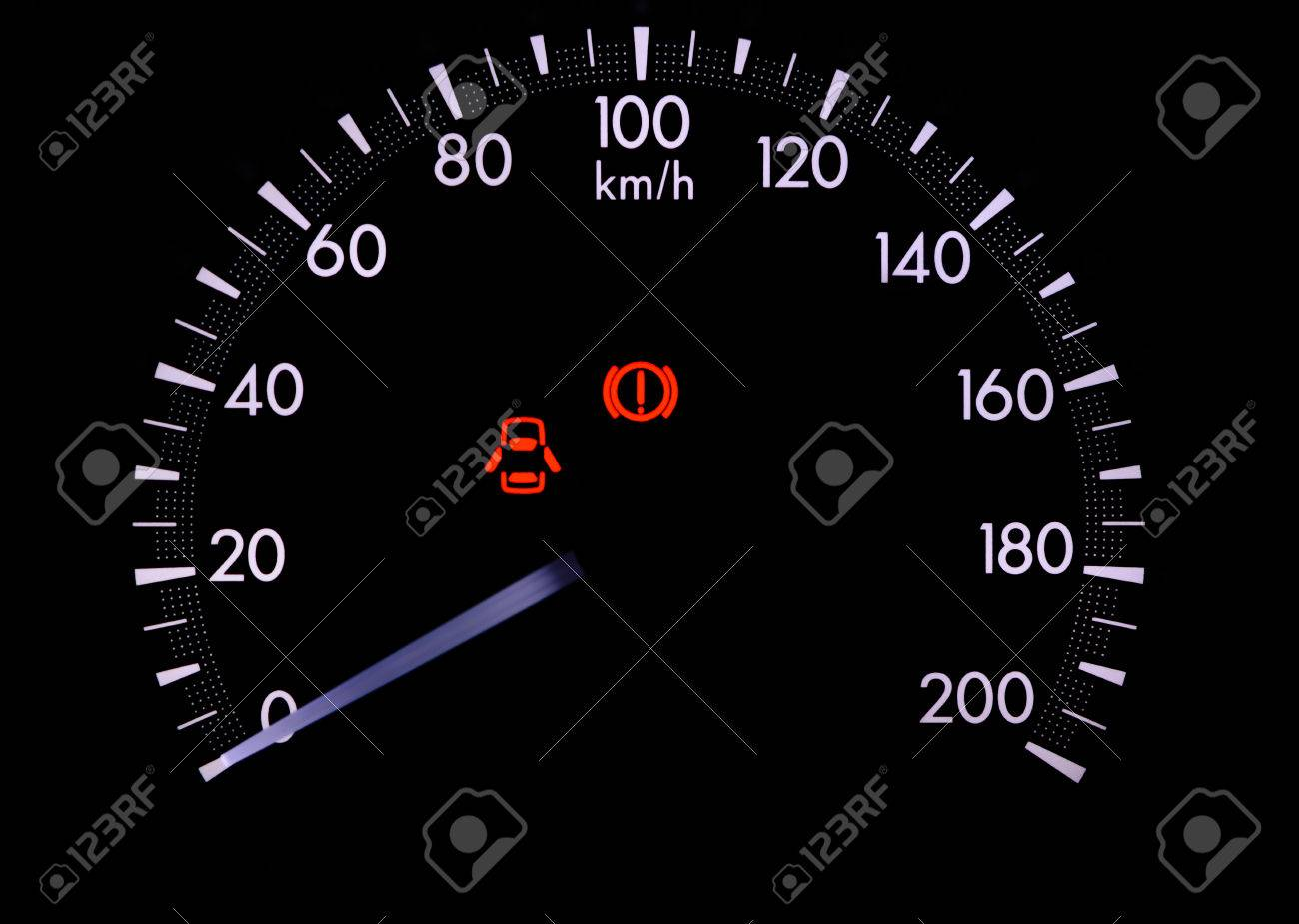Armaturenbrett auto  Eine Warnleuchte Auf Dem Armaturenbrett Eines Autos Geben Sie Die ...