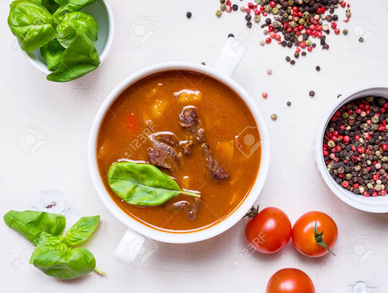 Köstliche Tomatensuppe Mit Fleisch Auf Einem Weißen Rustikalen