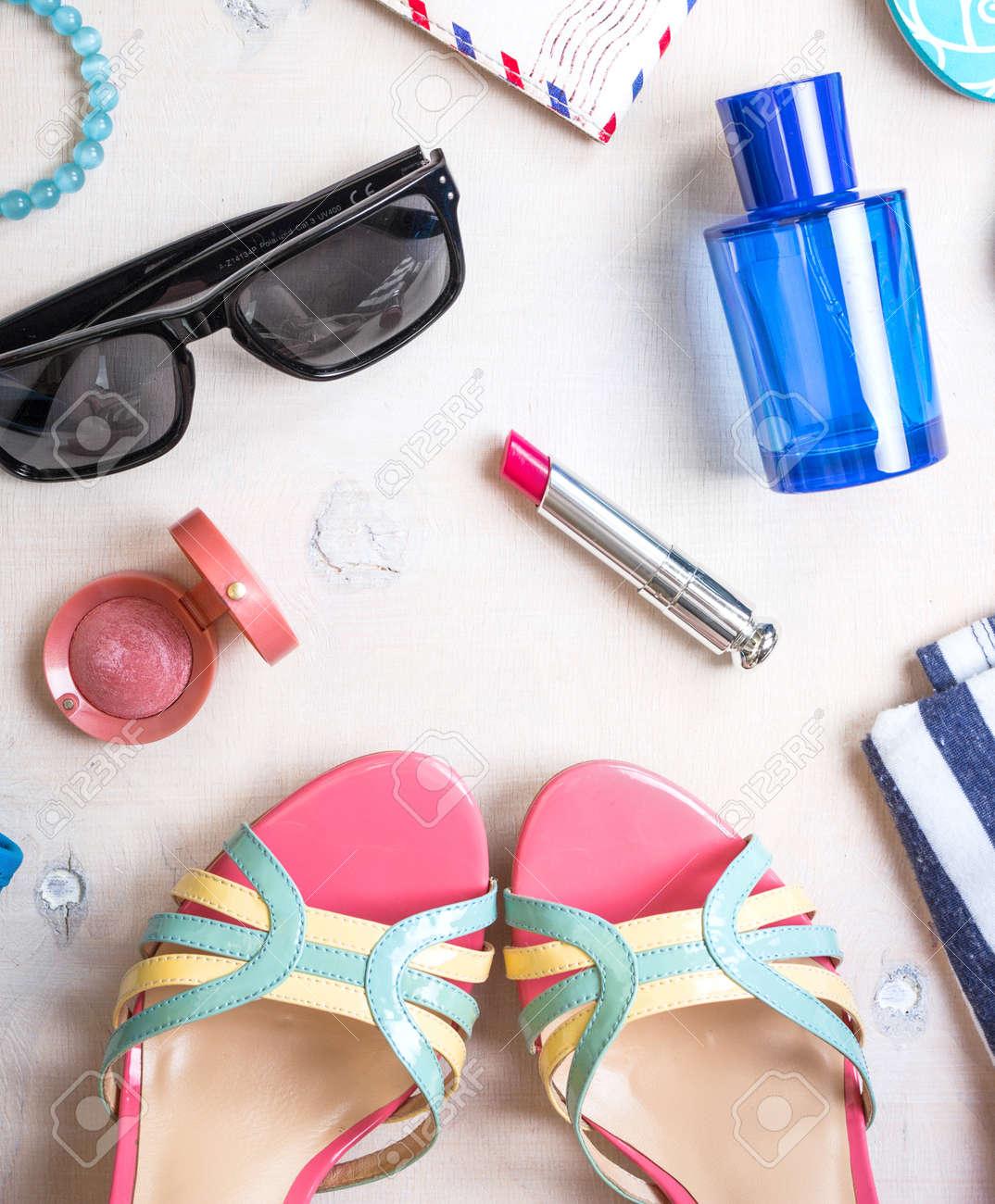 D'accessoires Pour Femmes Rayé BleuRouge D'étéLunettes Ensemble Lèvres À RoseFard De SoleilChaussuresPantouflesPasseportSac fbygYv76