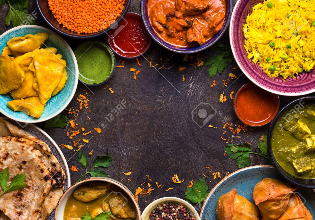 Sortiertes Indisches Lebensmittel Auf Dunklem Hölzernem Hintergrund ...