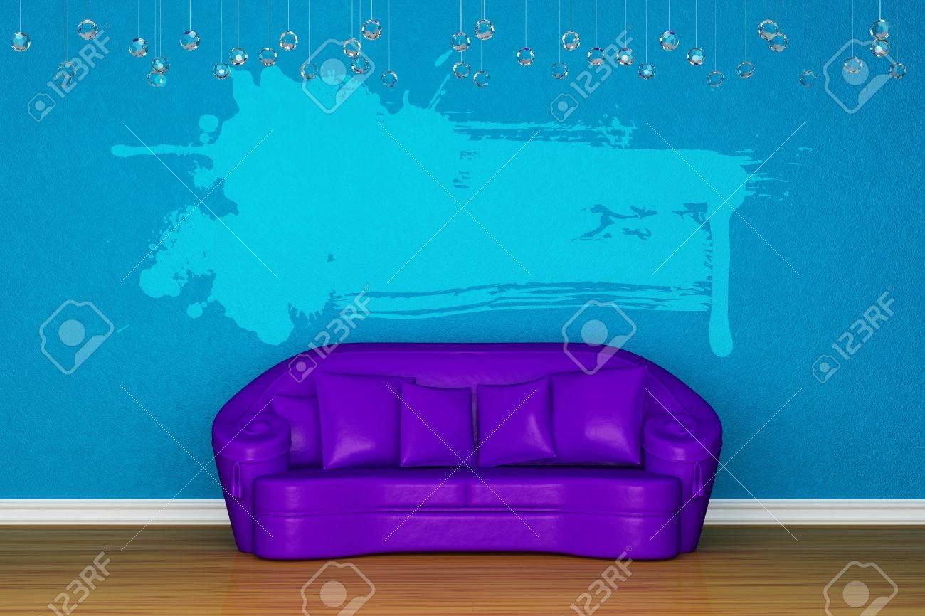 Alleen paarse bank met splash banner in de blauwe kamer royalty ...