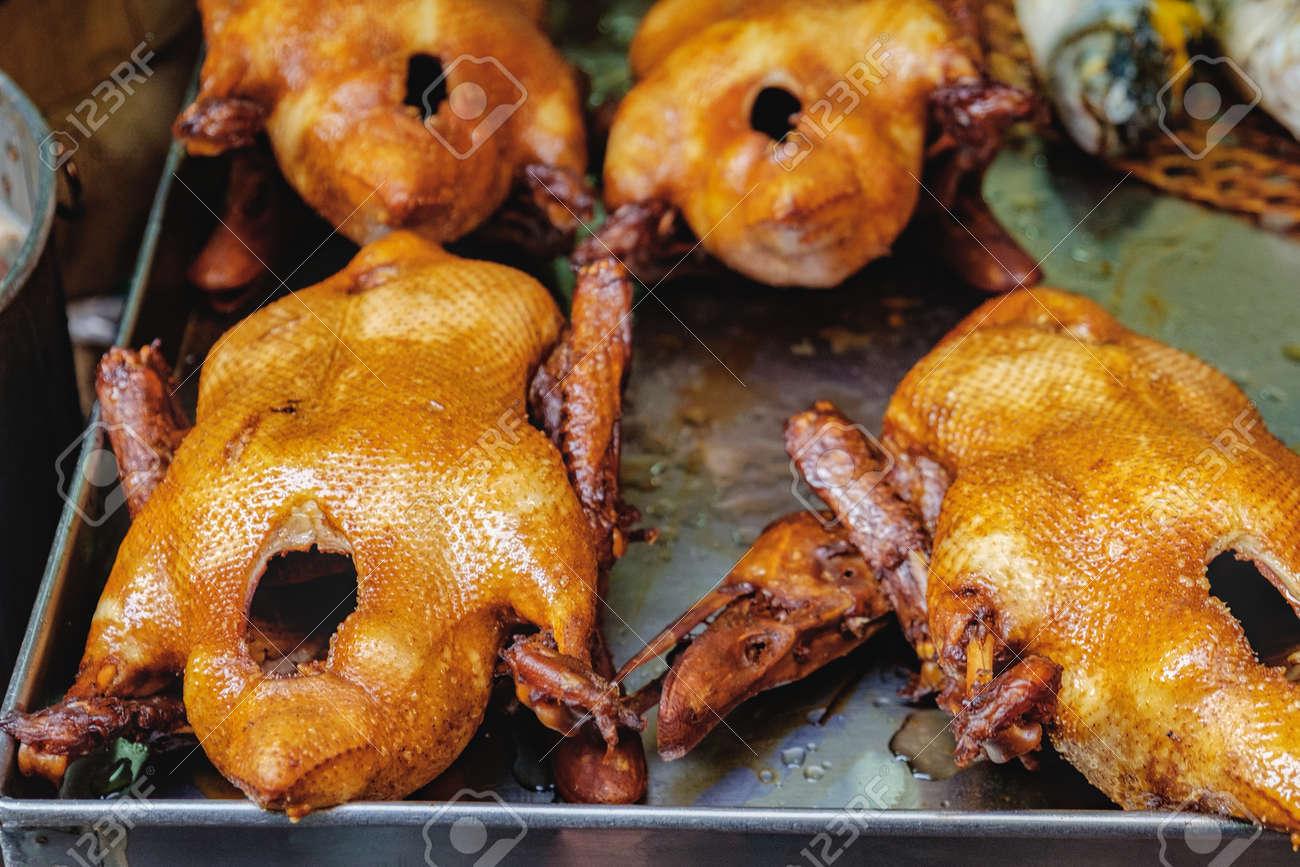 Peking-Ente Briet Für Verkauf Am Straßenmarkt Von Chinatown-Bezirk ...