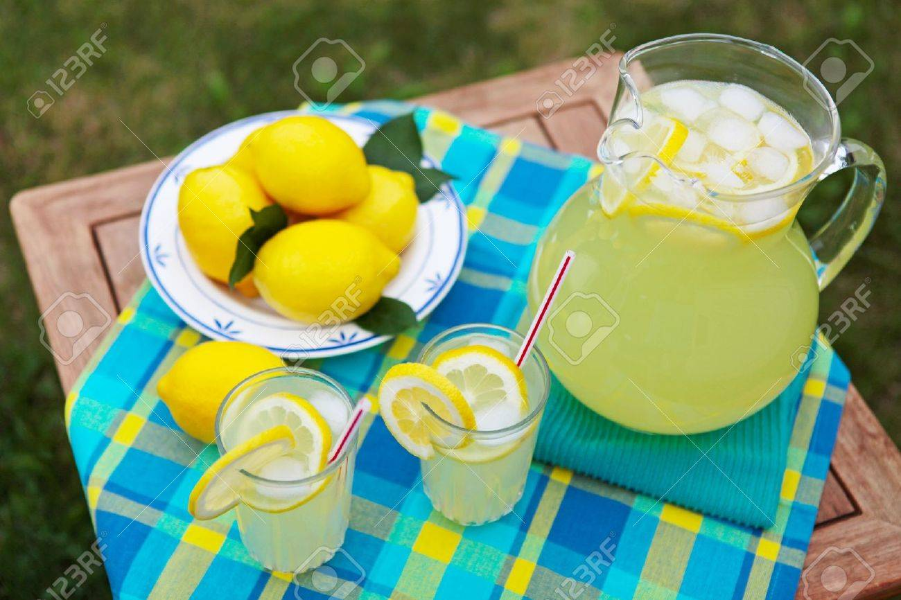 Freshly squeezed lemonade on a hot summer day Stock Photo - 14459322