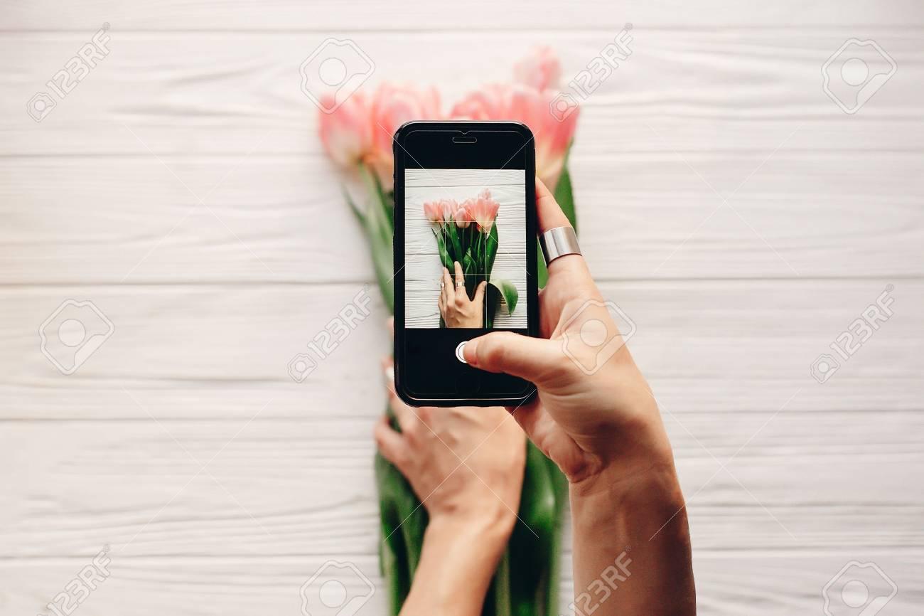 instagram photographer, blogging workshop concept  hand holding