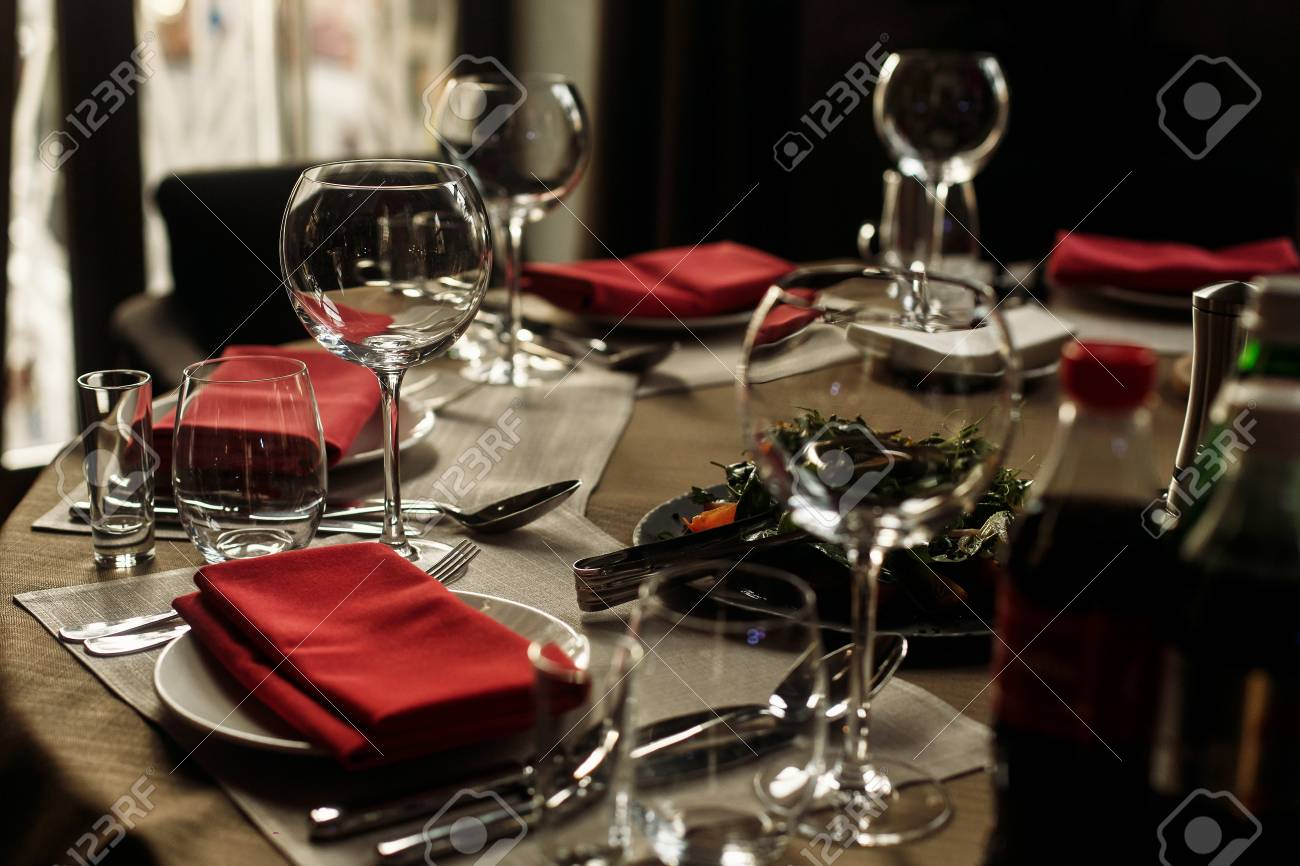 Luxury wine glasses and silver tableware near plates with red napkins close-up - wedding & Luxury Wine Glasses And Silver Tableware Near Plates With Red ...