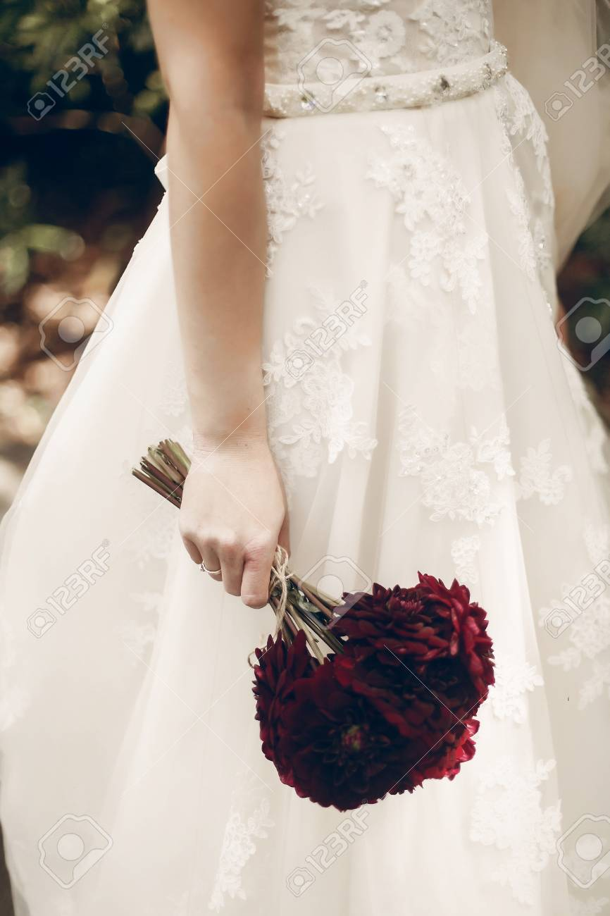 Beautiful Bride In Vintage White Lace Wedding Dress Holding Fresh Red Flowers Bouquet Hand With: Lace Wedding Dress Red Flower At Reisefeber.org