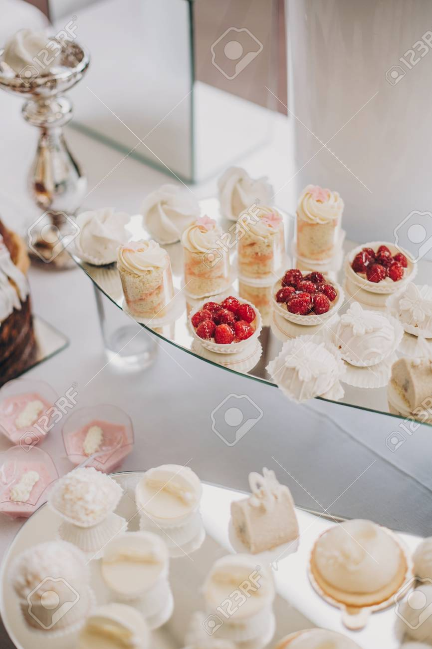 stylish pink candy bar table with delicious cakes cookies cupcakes rh 123rf com candy bar table ideas candy bar table mariage
